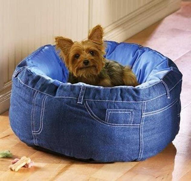 Лежанка для собаки из джинсов своими руками