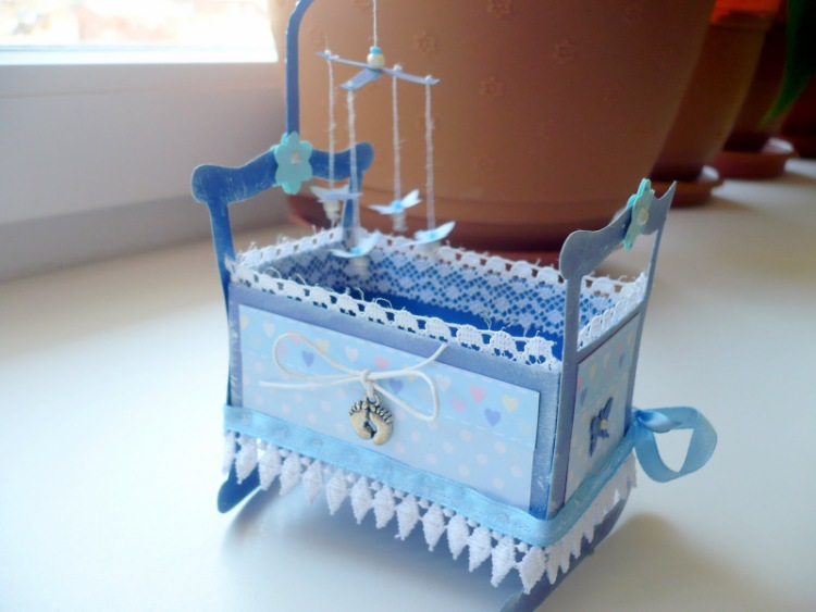 Как из бумаги сделать кроватку для куклы