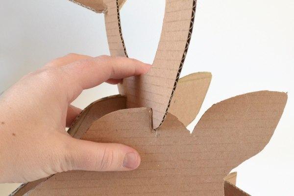Новогодний олень из картона своими руками